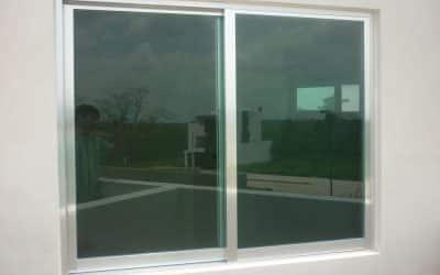 Reparación de las ventanas de aluminio de una casa