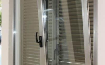 Reparación de una ventana atascada por la humedad